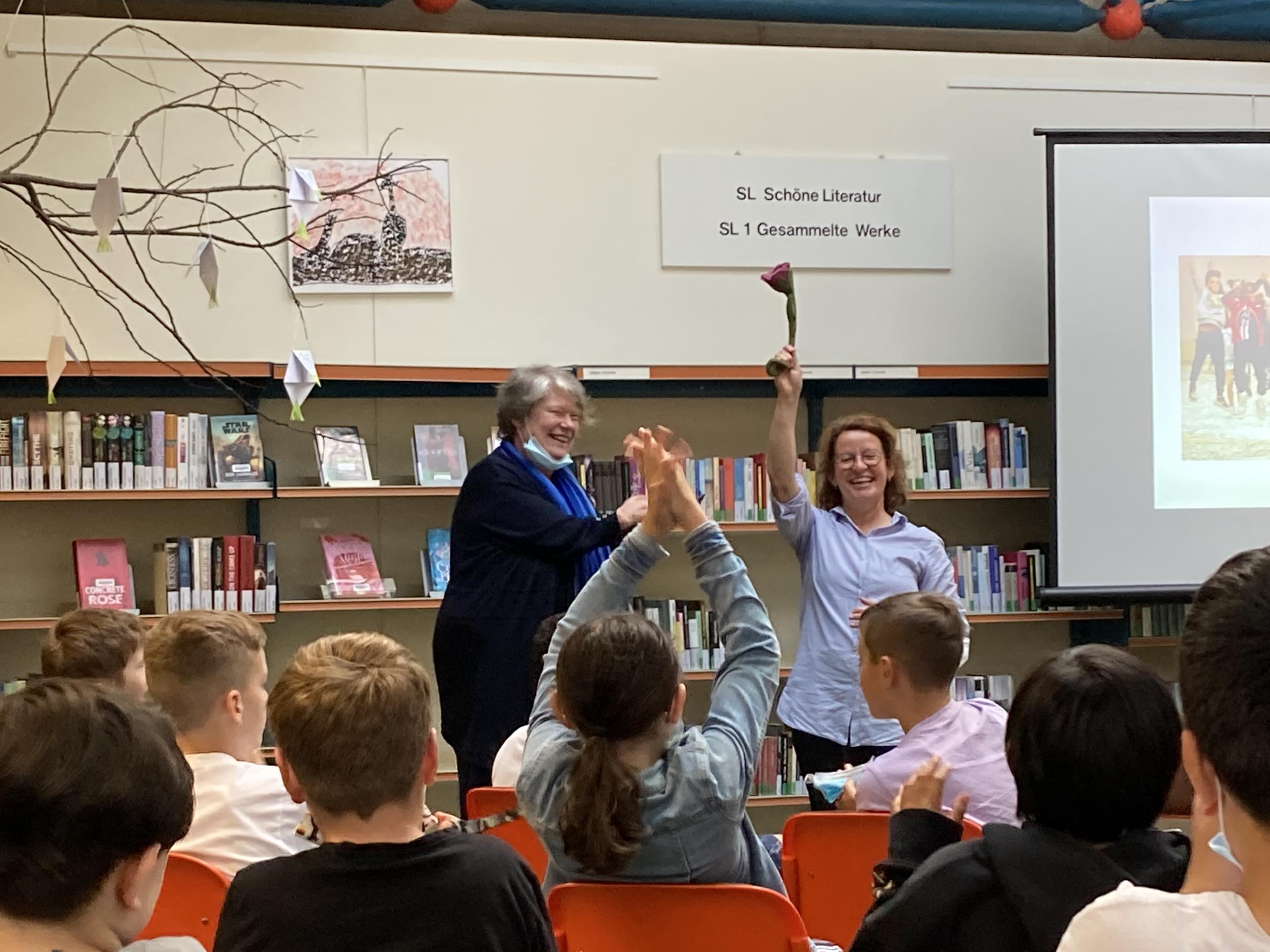 12.07. 2021 Margit Auer in der Bertolt-Brecht-Schulbibliothek